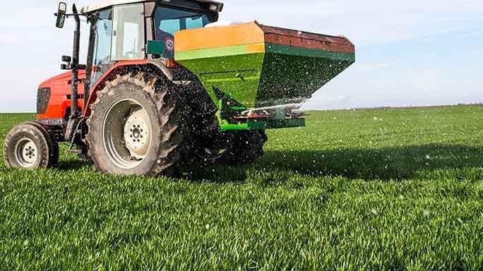 684x384-Fertilizer-spreader